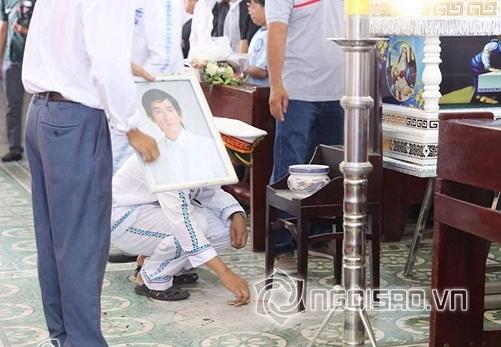 Sởn da gà với những chuyện kỳ lạ trong đám tang, ngày giỗ sao Việt năm qua