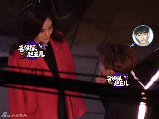 Diễn viên Dương Mịch hôn trai trẻ kém 7 tuổi trong đêm