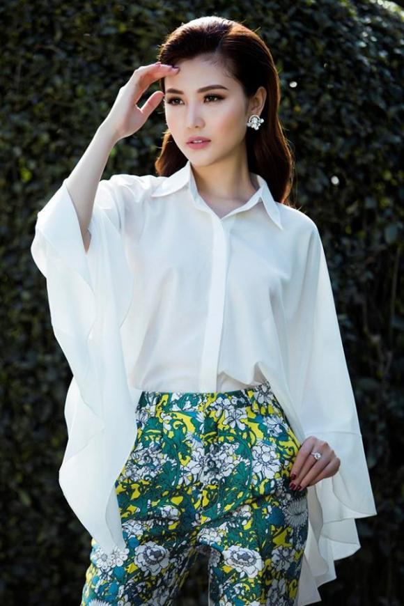 'Nữ hoàng sắc đẹp toàn cầu' Ngọc Duyên gây ấn tượng với gu thời trang sành điệu