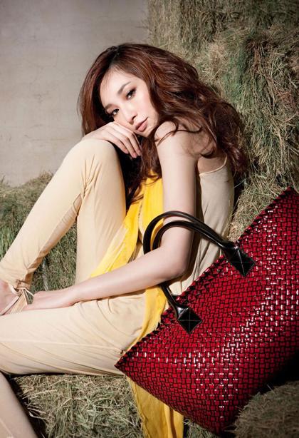 Siêu mẫu Đài Loan giải nghệ, liên tiếp đẻ 3 con để níu chân đại gia