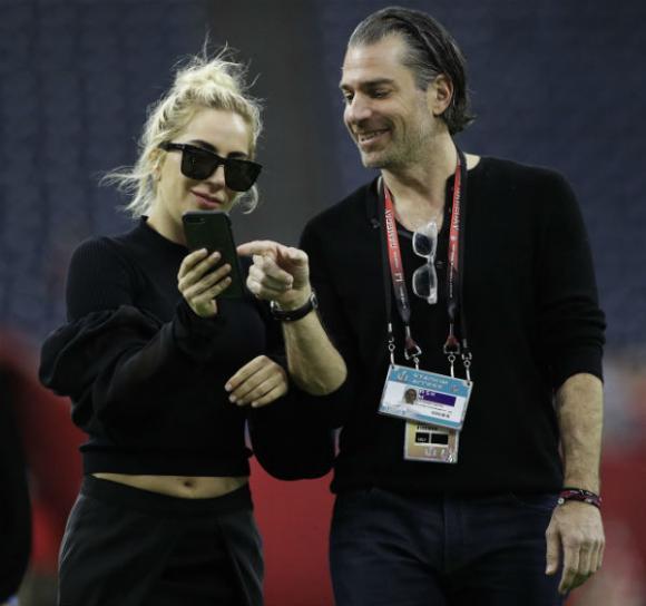 lady gaga, nữ ca sĩ lady gaga, thời trang lập dị của Lady Gaga, sao Hollywood