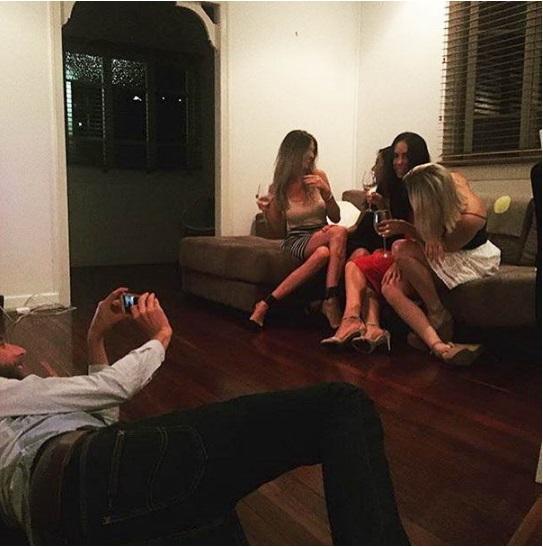 Ảnh cười: Nỗi khổ khó nói đằng sau những bức ảnh 'sống ảo' của hội chị em