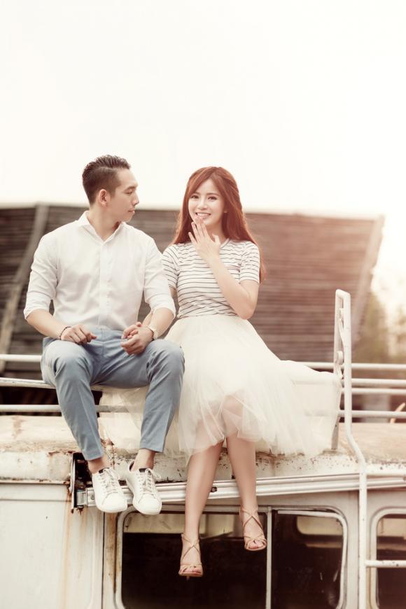 Ảnh cưới siêu lãng mạn của 'hot girl fan MU' Tú Linh và hôn phu