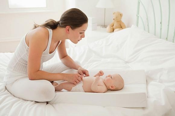 trẻ sơ sinh, dấu hiệu trẻ sơ sinh bị bệnh, phản xạ của trẻ sơ sinh, nuôi con, cách nuôi dạy con