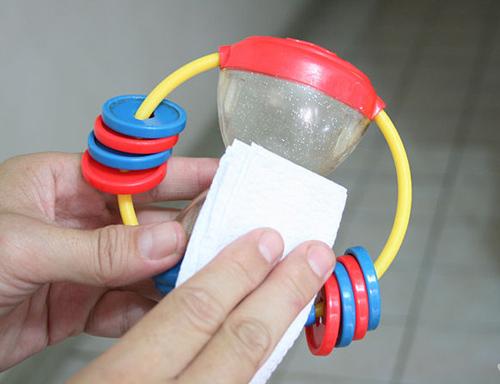 sức khỏe,chăm con,vệ sinh đồ chơi cho trẻ