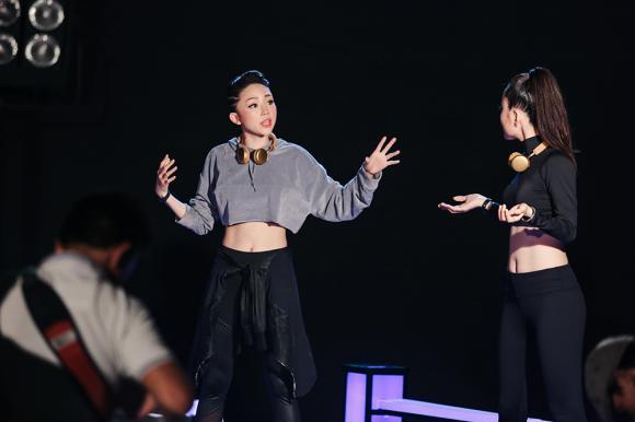 Tóc Tiên, ca sĩ Tóc Tiên, HLV Tóc Tiên, The Voice 2017, sao việt