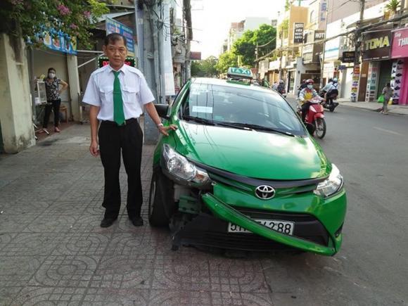 tài xế taxi húc văng tên cướp, Cướp giật, tài xế taxi húc văng tên cướp trên đường tẩu thoát