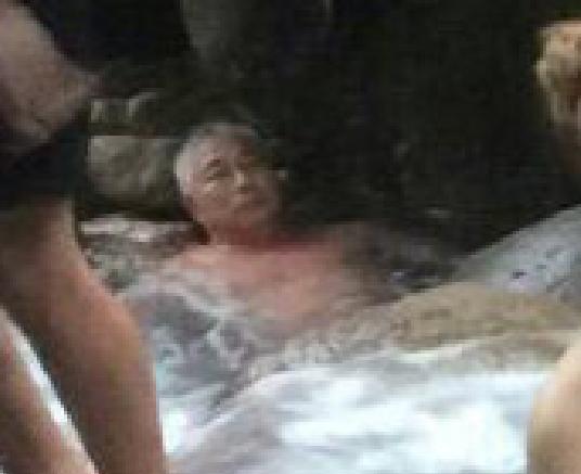 ảnh cười, ảnh hài hước, gái xinh tắm suối nước nóng