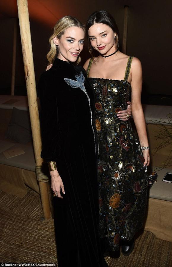 siêu mẫu Miranda Kerr đẹp,siêu mẫu Miranda Kerr,siêu mẫu Miranda Kerr trên tạp chí,vẻ đẹp của miranda kerr,thời trang của Miranda Kerr