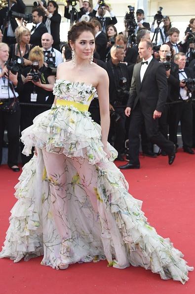 thời trang sao,sao Thái Lan,Chompoo Araya,thời trang Chompoo Araya,phong cách thời trang Chompoo Araya,Chompoo Araya bầu bí,Cannes