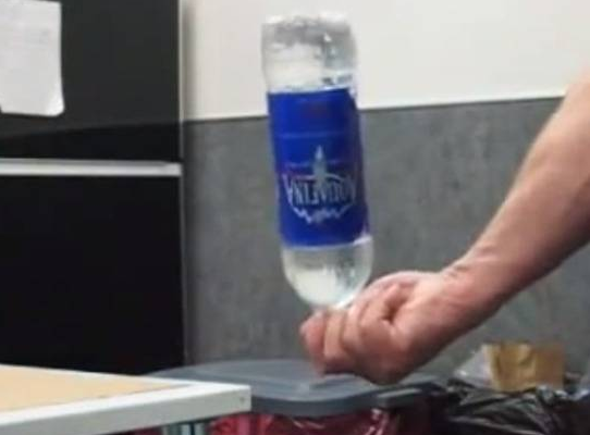 cầm hộ chai nước ở sân bay, không cầm hộ chai nước ở sân bay, ma túy, tội phạm ma túy