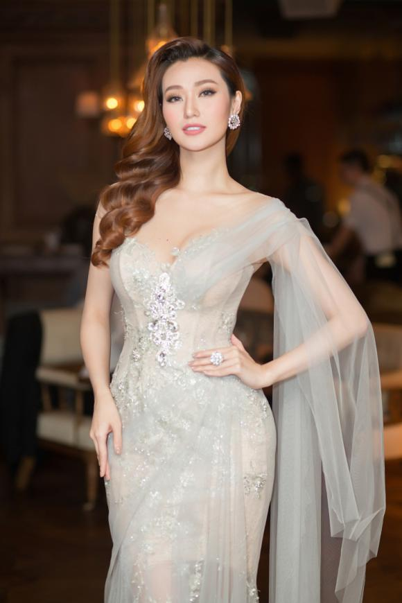 Khánh My, diễn viên Khánh My, Hoa hậu Hoàn vũ Natalie Glebova, sao Việt