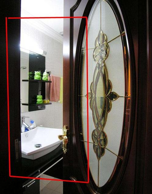 đóng cửa hay không đóng cửa phòng tắm, sai lầm khi sử dụng phòng tắm, phòng tắm