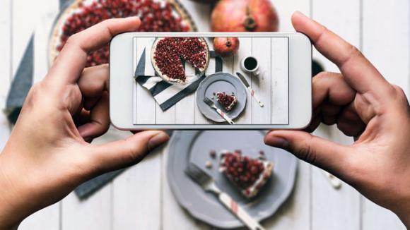 giảm cân, chụp ảnh, chụp ảnh trước khi ăn, chụp ảnh trước khi ăn giúp giảm cân, chụp ảnh đồ ăn, chụp ảnh đồ ăn trước khi ăn