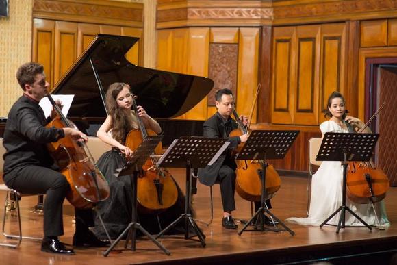 Violoncello Concert, Cello Fundamento 1, Nghệ sĩ Đinh Hoài Xuân