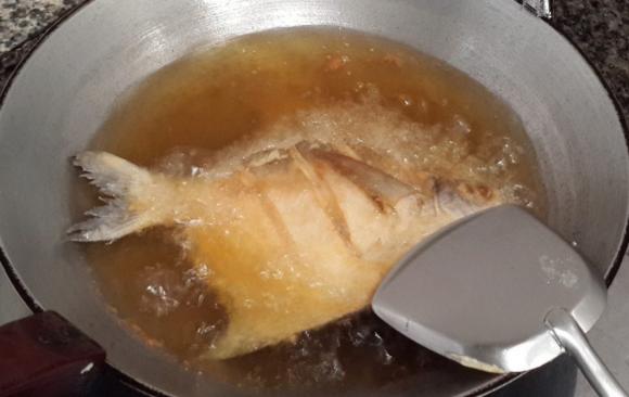 8 mẹo để rán cá giòn, ẩm thực, mẹo để rán cá không dính chảo