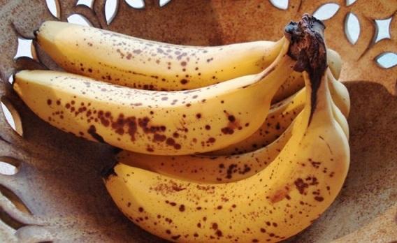 Sai lầm nghiêm trọng nhiều người mắc khi vứt mấy quả chuối bị đốm nâu nổi trên vỏ