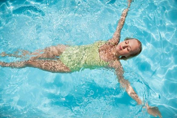 chăm sóc sức khỏe,đi bơi,lưu ý khi đi bơi,bể bơi công cộng Bơi lội Vi khuẩn