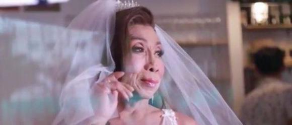 hiện tượng mạng ''thực nữ già chát'', xuất hiện trong bộ váy cưới, cụ bà vịt hóa thiên nga, Sitang, mối tình bà cháu, bà già thái lan