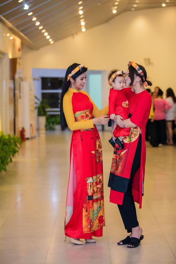 Người mẫu hồng quế,con gái hồng quế,hoa hậu ngọc hân,thời trang sao,sao Việt