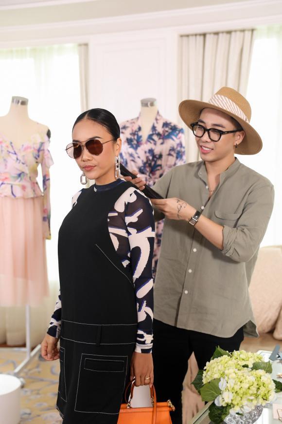 Con gái Đoan Trang trổ tài chọn quần áo đi sự kiện cho mẹ