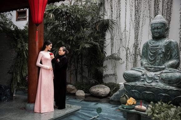 Á hậu trương thị may,mẹ con trương thị may,trương thị may và mẹ,album ảnh sao,sao Việt