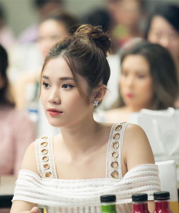 Vũ Khắc Tiệp, Quỳnh Hương, Người mẫu Quỳnh Hương