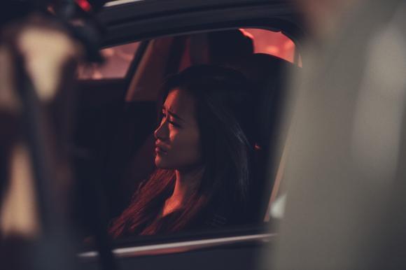 Đông Nhi bật khóc vì cãi nhau với Ông Cao Thắng trong MV Ballad mới nhất