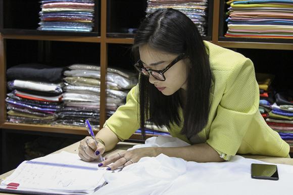 Ngô Thanh Vân rủ rê Ninh Dương Lan Ngọc đi học may
