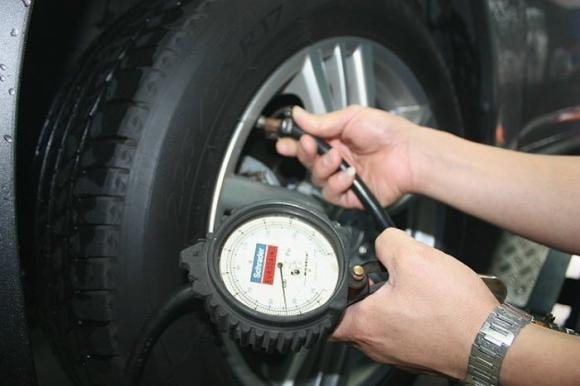Tại sao ô tô của bạn lại dùng tốn xăng hơn những người khác, tốn xăng hơn, cách tiết kiệm xăng cho ô tô,công nghệ,đi gì