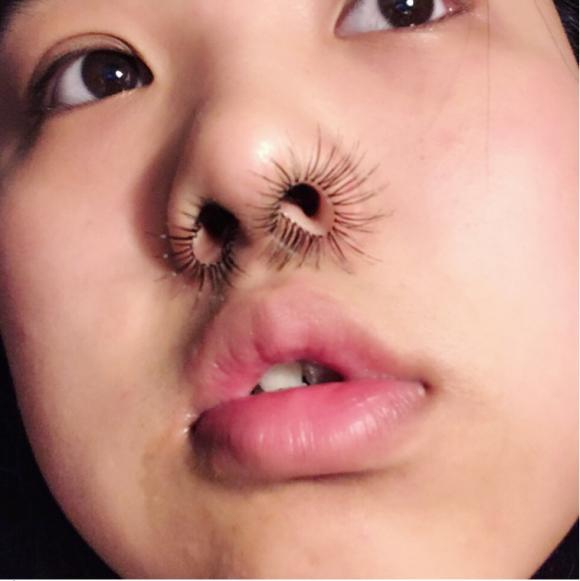 xu hướng làm đẹp, kiểu làm đẹp kì lạ, xu hướng làm đẹp mới, lông mũi dài, xu hướng làm lông mũi dài
