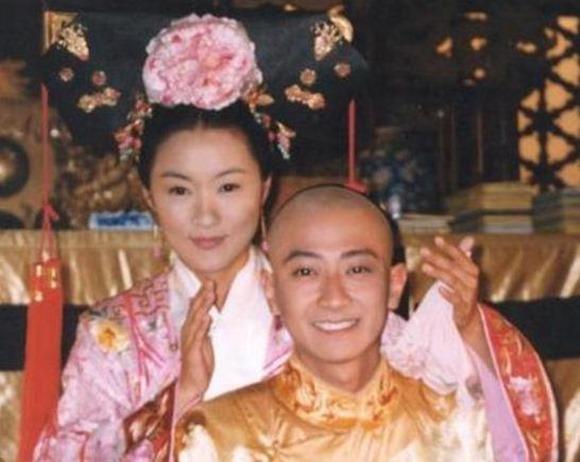 Triệu Vy, Trịnh Gia Du, Hoàn Châu Cách Cách, Công chúa Hoài Ngọc, chuyện làng sao