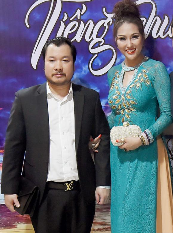 """""""Nữ hoàng dao kéo"""" Phi Thanh Vân khoe bạn trai mới, tiết lộ sắp kết hôn lần 3"""