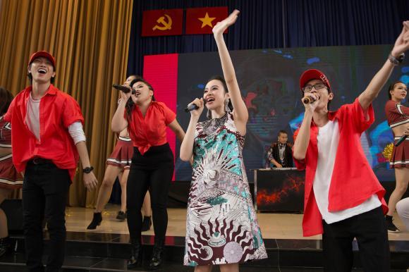 Angela Phương Trinh, hữu vi, Glee
