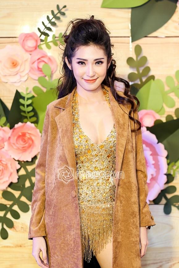 Quỳnh Châu nền nã với váy trắng, Khổng Tú Quỳnh gây 'bỏng mắt' với trang phục bốc lửa