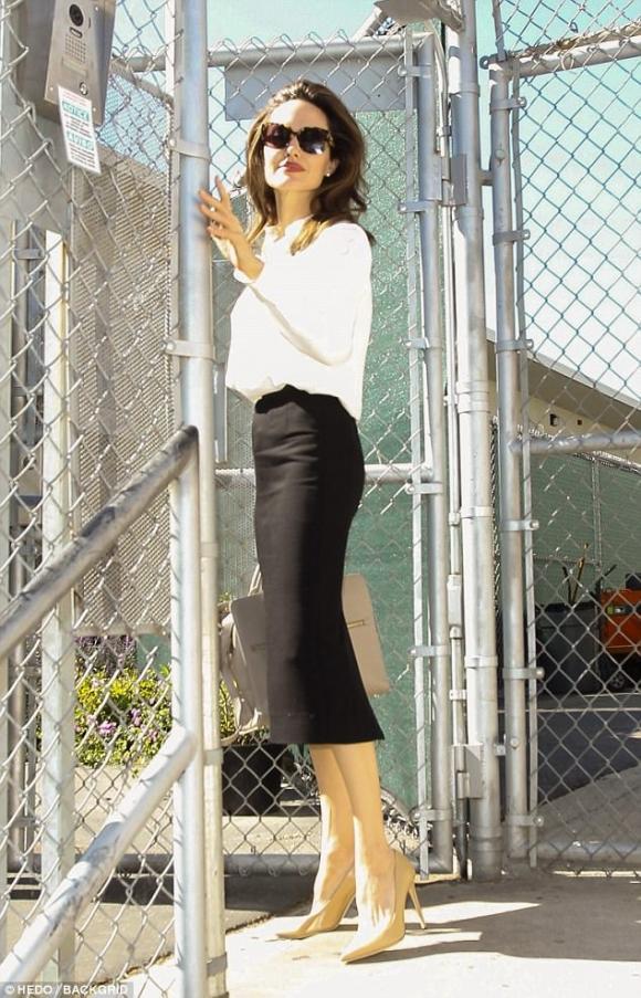 thời trang sao,Angelina Jolie đẹp,Angelina Jolie gầy gò,thời trang của Angelina Jolie, angelina jolie thời trang công sở, angelina jolie mặc đẹp