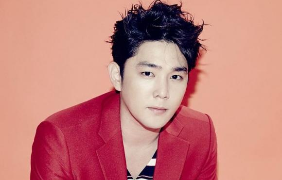Kangin thành viên nhóm Super Junior bị bắt vì hành hung bạn gái