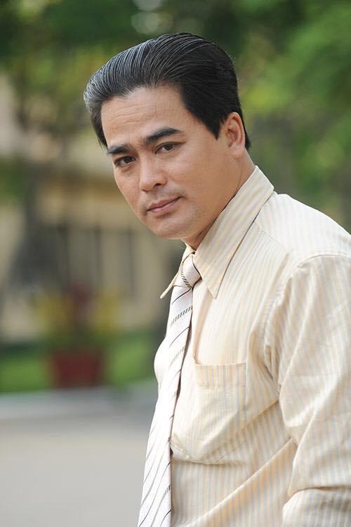 sao-viet-chia-buon-nguyen-hoang-qua-doi-ngoisaovn-2-ngoisao.vn-w500-h751