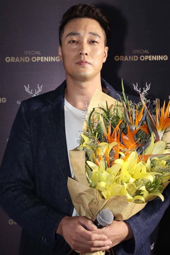 So ji Sub khiến fan Việt chao đảo vì sức hút chuẩn soái ca bên Diệp Lâm Anh