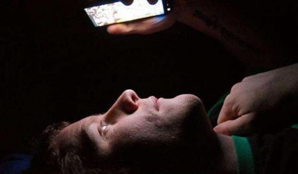 tắt điện thoại vào ban,cách sử dụng điện thoại,tác hại của điện thoại