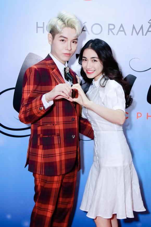 Có tình yêu mới, Hoà Minzy bất ngờ nữ tính ngọt ngào đến chúc mừng Đức Phúc ra mắt MV mới