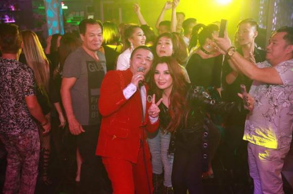 Kasim Hoàng Vũ thân thiết với vợ cũ Bằng Kiều tại Mỹ