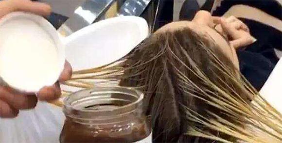Mẹ bầu bí vẫn cố tình đi nhuộm tóc, và đây là hậu quả sững người sau khi sinh con ra