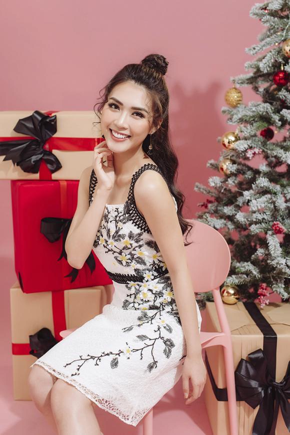 Á quân The Face Tường Linh hóa công chúa ngọt ngào trong bộ ảnh Giáng sinh