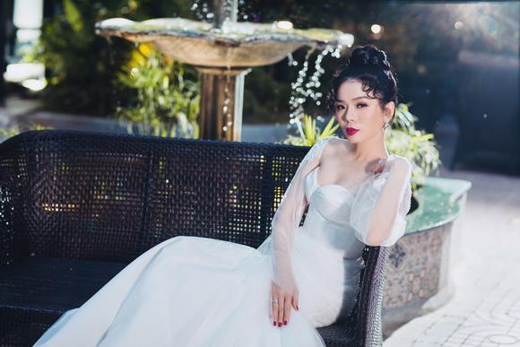Ca sĩ lệ quyên,lệ quyên mặc váy cưới,vẻ đẹp thơ mộng của lệ quyên