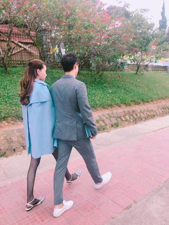 https://media.ngoisao.vn/resize_580/news/2017/12/25/ho-ngoc-ha-ngoisaovn-kimly-2-ngoisao.vn-w720-h960.jpg