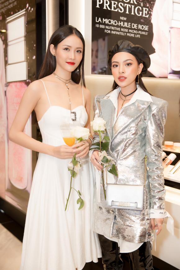 Trương Mỹ Nhân diện đầm trắng tinh khôi đẹp như công chúa dự sự kiện