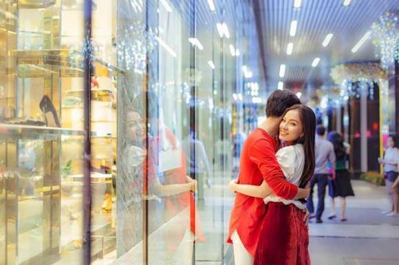 Chồng cũ bị nghi tái hợp Linh Chi, Lý Phươg Châu đã khoe ảnh say đắm hôn bạn trai tại Đà Lạt