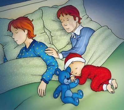 Ai ngủ với trẻ sau khi sinh, ngủ cùng với trẻ, chăm con sau khi sinh