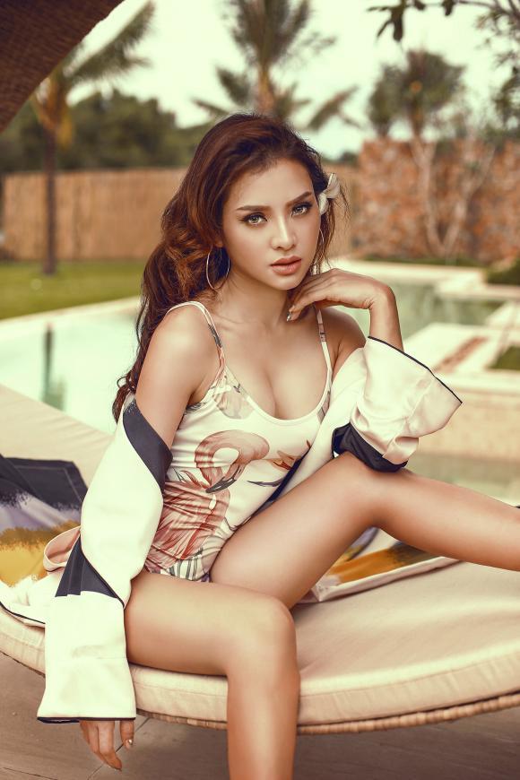 Phương Trinh Jolie, diễn viên Phương Trinh Jolie, thời trang Phương Trinh Jolie